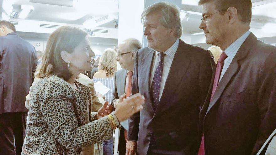 Imagen del encuentro de Bonig con Méndez de Vigo y Catalá