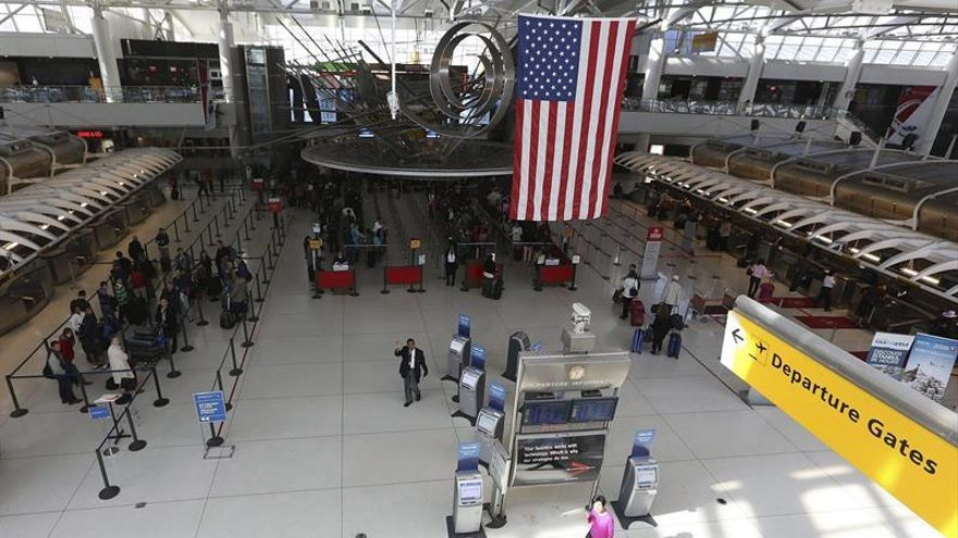 Varios refugiados detenidos en aeropuertos de EEUU tras la orden de Trump