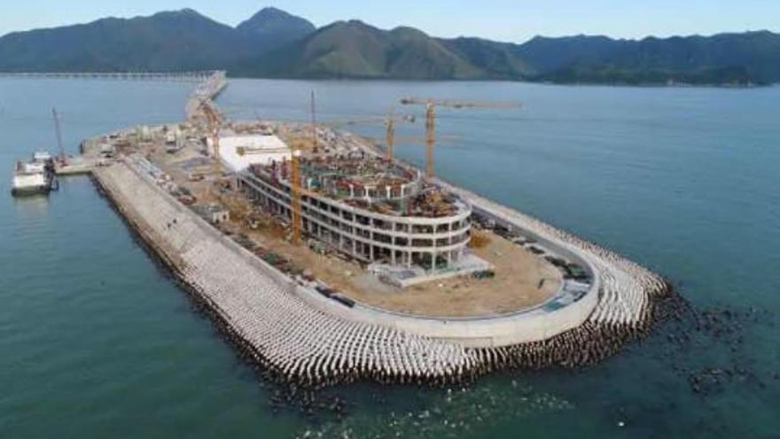 Vista de la isla artificial con los bloques aparentemente separados / Autoridad del Puente Hong Kong-Zhuhai-Macao