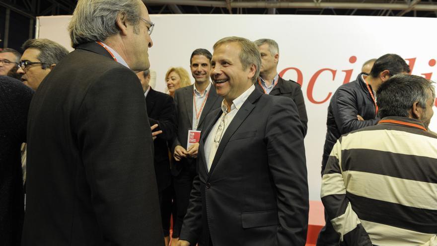 Ángel Gabilondo y Antonio Miguel Carmona en un momento durante la Conferencia Municipal / Foto: Flickr PSOE