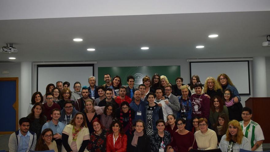 Más de 100 jóvenes transexuales se reúnen en Sevilla para reclamar una ley estatal de transexualidad