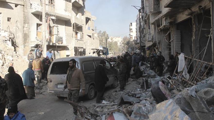 Suben a 43 los muertos por la explosión de un coche bomba contra evacuados en Alepo