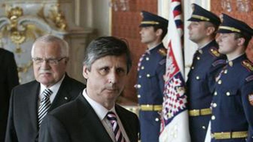 El presidente checo acepta la renuncia de su primer ministro