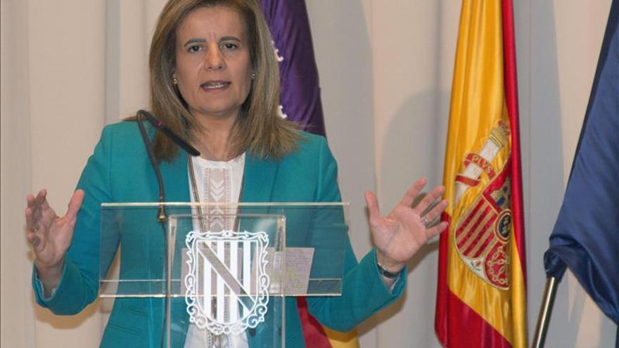 """Báñez cree que el acuerdo en negociación colectiva """"suma"""" para la recuperación y el empleo"""