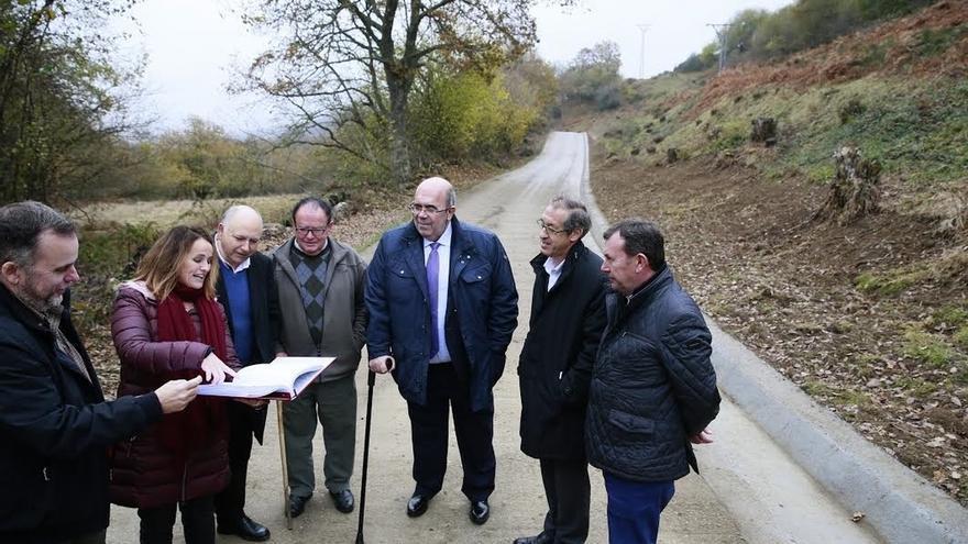 Medio Rural financia la nueva pista de acceso a Lombraña con 54.000 euros