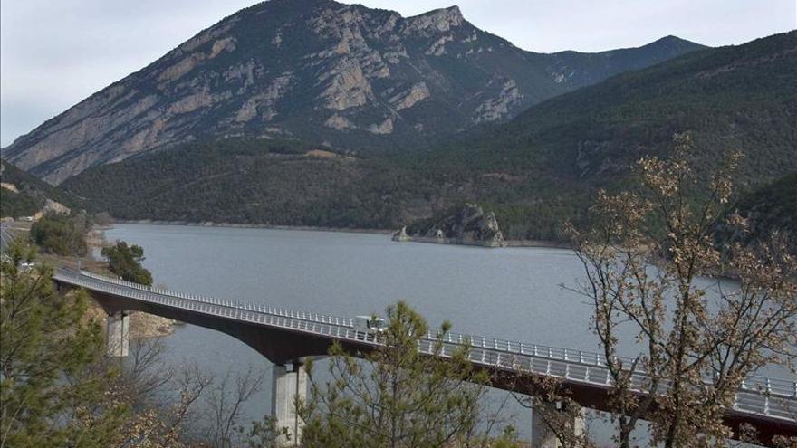 Los pantanos catalanes desembalsan agua ante la previsión de fuertes lluvias