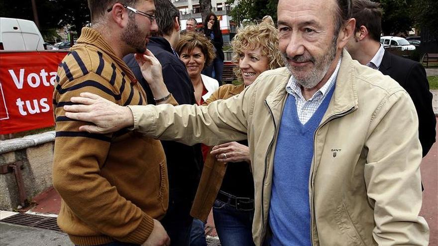 """Rubalcaba: De Rajoy quedarán tres palabras: """"deuda, precariedad y Bárcenas"""""""