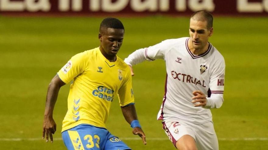 Las Palmas rasca un empate en Albacete sobre la hora y de penalti