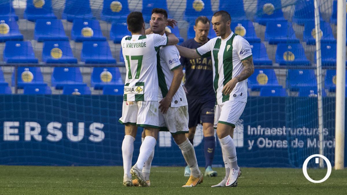 Willy celebra con Valverde y Moutinho su gol en Murcia.