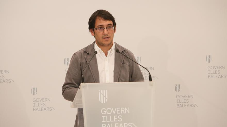 El conseller de Modelo Económico, Turismo y Trabajo, Iago Negueruela, en rueda de prensa