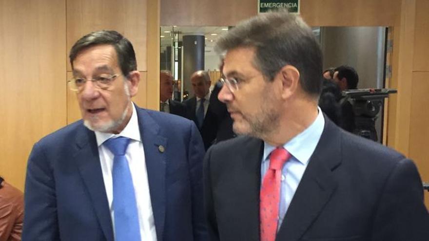 El presidente del TSJPV, Juan Luis Ibarra, con el ministro de Justicia, Rafael Catalá
