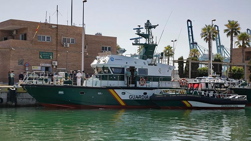 Rescatados cinco inmigrantes, todos menores, de una patera en aguas del Estrecho