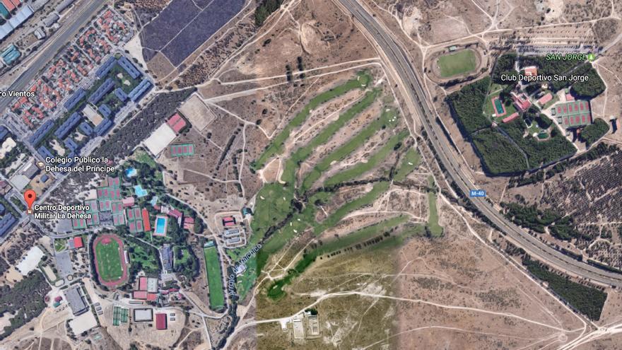 El centro deportivo La Dehesa junto a las instalaciones del centro San Jorge.