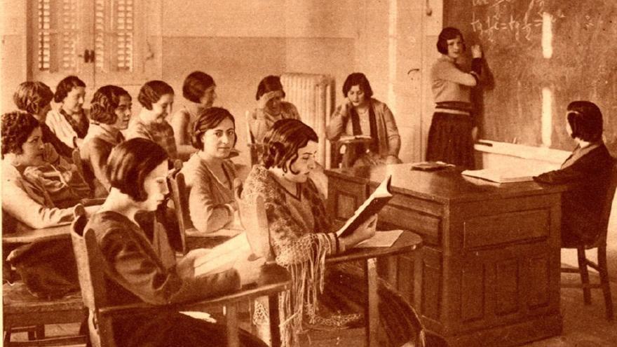 Una clase de Matemáticas en la Residencia de Señoritas. Revista Crónica, 2 de marzo de 1930