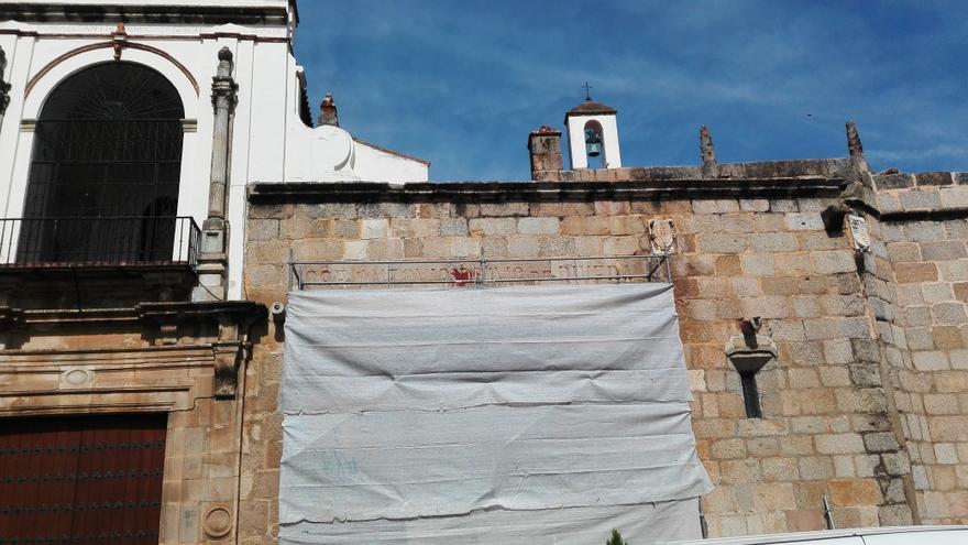 Trabajos de retirada de la inscripción franquista / JCD