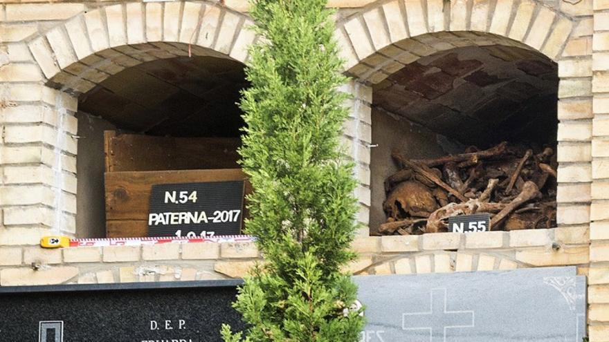 Imagen de los nichos exhumados en el cementerio de Paterna