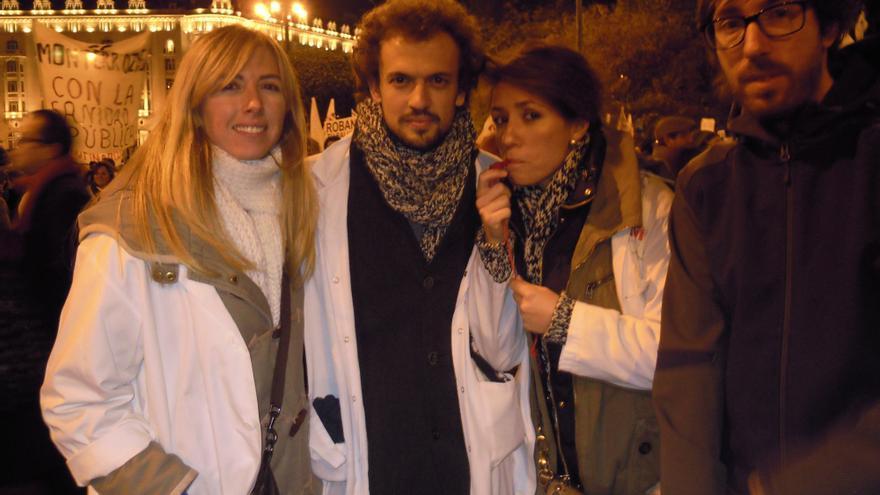 Manuel (dcha.) junto Beatriz (del hospital Infantal Leonor) y otros compañeros del Puerta de Hierro