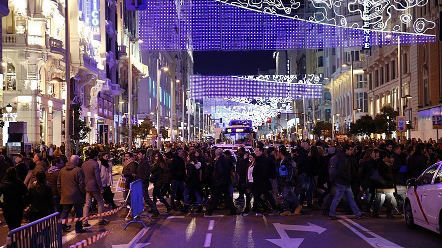 Un paso de cebra en Gran Vía, durante navidad | AYUNTAMIENTO DE MADRID