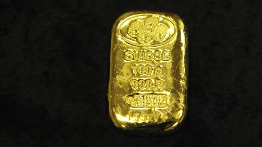 El oro sube un 0,84 por ciento en Londres, hasta los 1.677,50 dólares