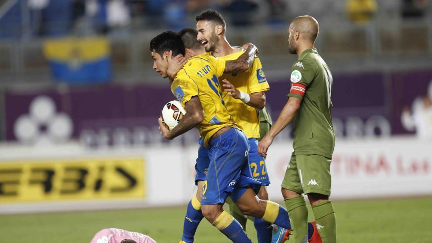 Sergio Araujo tras anotar el gol del empate ante el Sporting de Gijón. Carlos Díaz Recio/www.udlaspalmas.es