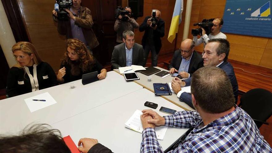 El presidente del Gobierno de Canarias, Fernando Clavijo, durante la reunión del comité permanente de Coalición Canaria. EFE/Elvira Urquijo A.