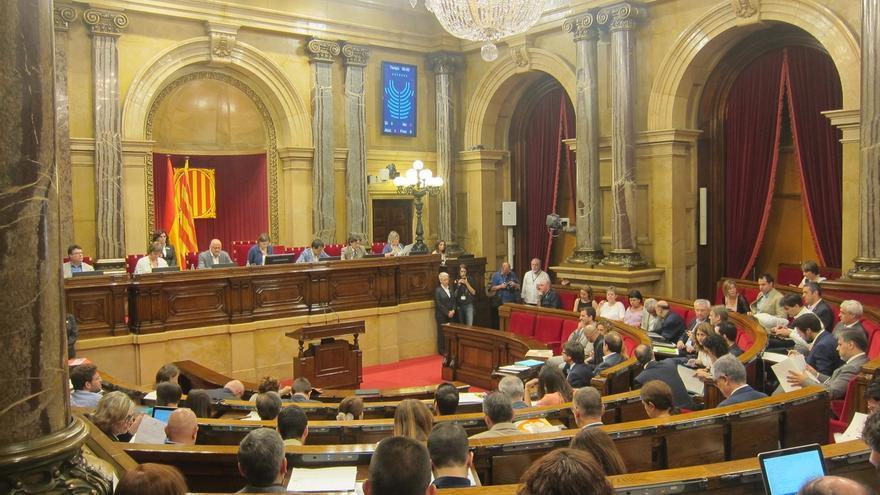 C's y PP piden en el Parlament que Puigdemont comparezca sobre los registros