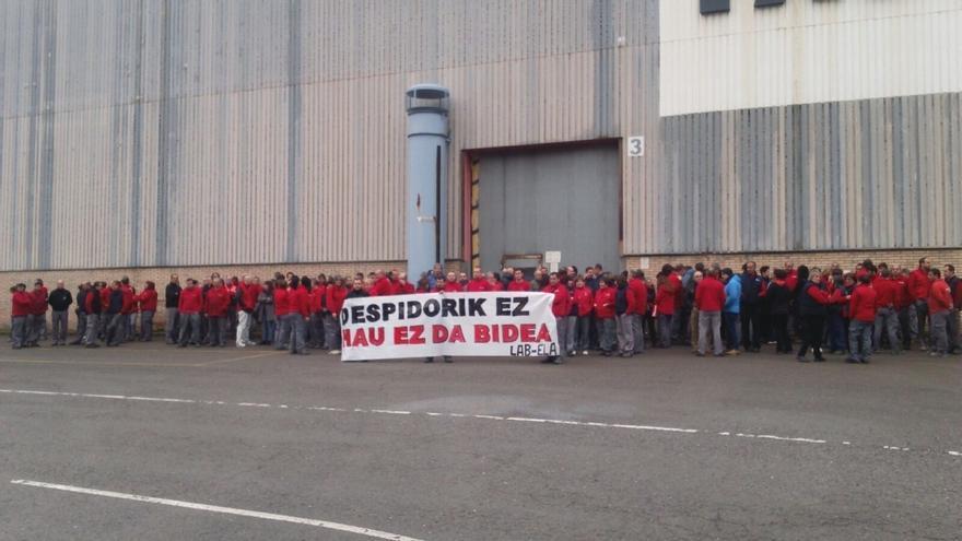 Trabajadores de Edesa Industrial y Geyser muestran su rechazo a los despidos y piden la implicación de las instituciones