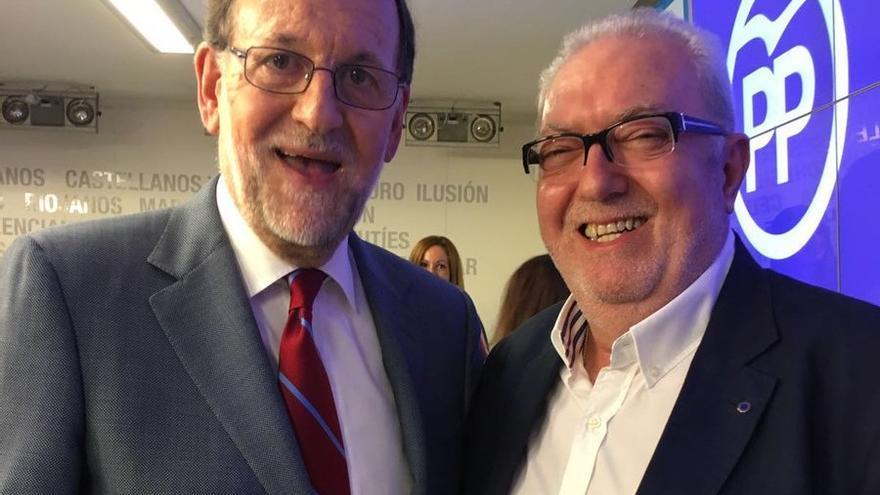 El senador valenciano Pedro Agramunt junto al presidente Mariano Rajoy