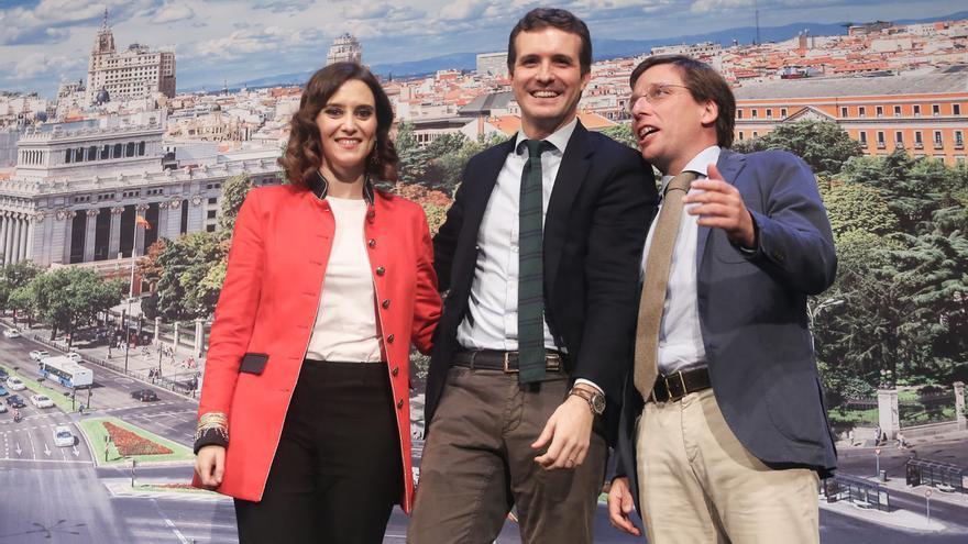 """Casado presenta a Ayuso y Almeida, tándem electoral en Madrid, como dos """"pata negra"""" para defender las esencias del PP"""