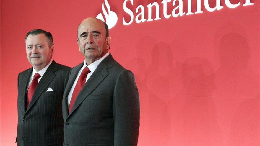 Botín asegura que no hay ningún impedimento legal para que Sáenz siga en su cargo