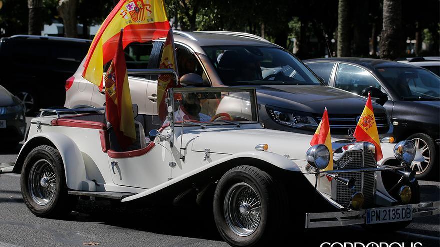 Caravana de coches y banderas impulsada por Vox |JUAN HUERTAS