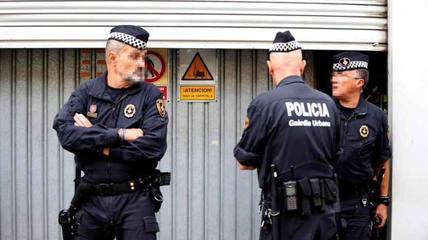 La Guardia Urbana de Barcelona custodia las urnas del Estado para evitar su uso el 1-O