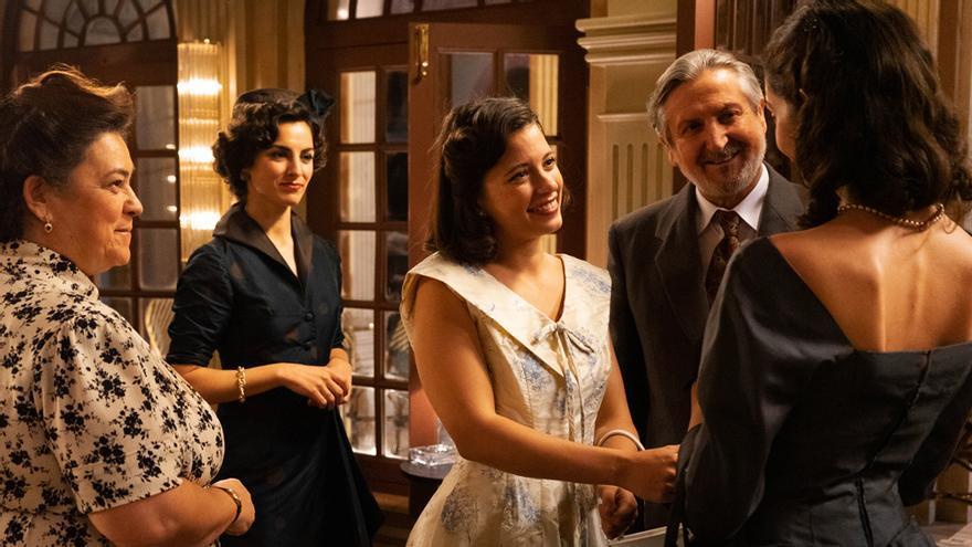 """'Dos vidas' se estrenó en TVE entre alabanzas a su factura: """"Tiene mérito hacer una serie diaria así"""""""