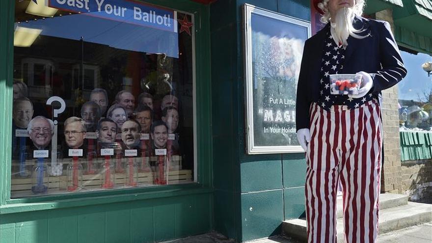 Iowa abre este lunes las primarias en EE.UU. con los candidatos casi empatados