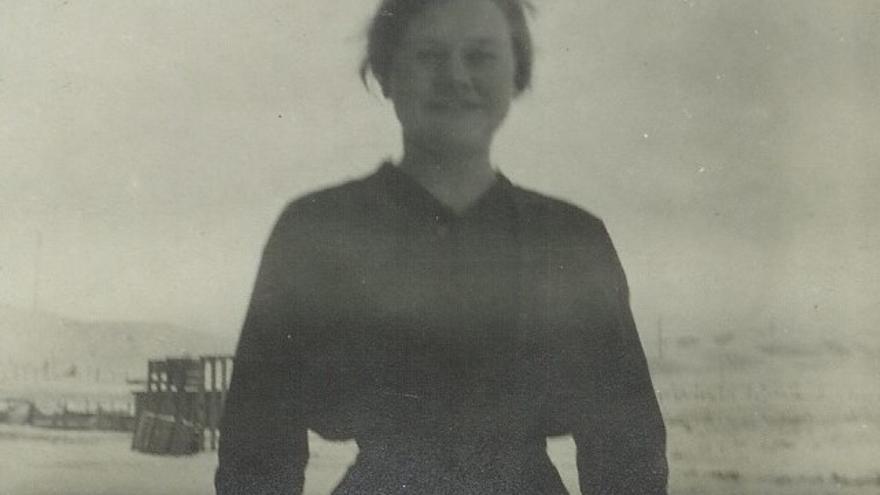 """Una joven Maria """"Mary"""" Kivimägi / Kewe posa sonriente en una de las pocas imágenes que se conserva de ella. (Todas las fotos son cortesía de la familia Ybarrola)."""