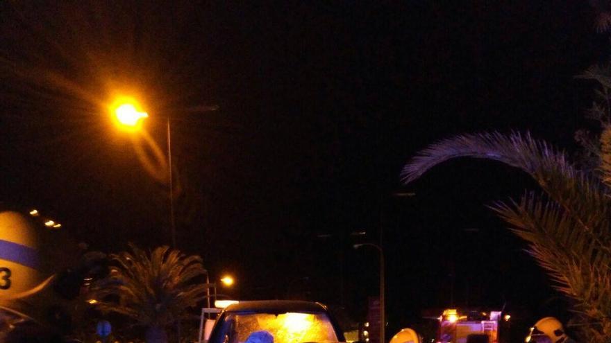 Imagen del accidente de tráfico registrado a  la salida de túnel de Bajamar (Breña Alta). Foto: BOMBEROS LA PALMA.