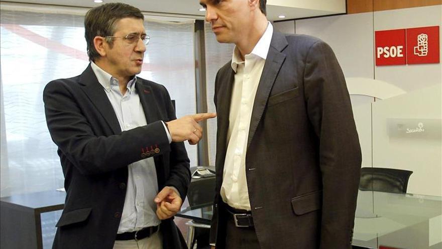 Pedro Sánchez elabora una primera lista de la Ejecutiva y Rubalcaba se despide