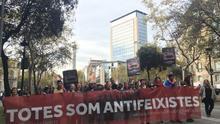 """La cabecera de la manifestación """"Todas somos antifascistas"""" en apoyo a los seis jóvenes"""