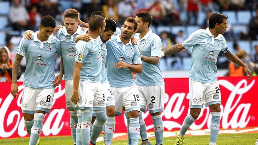 Los jugadores del Celta celebran el tercer gol. EFE/ Salvador Sas