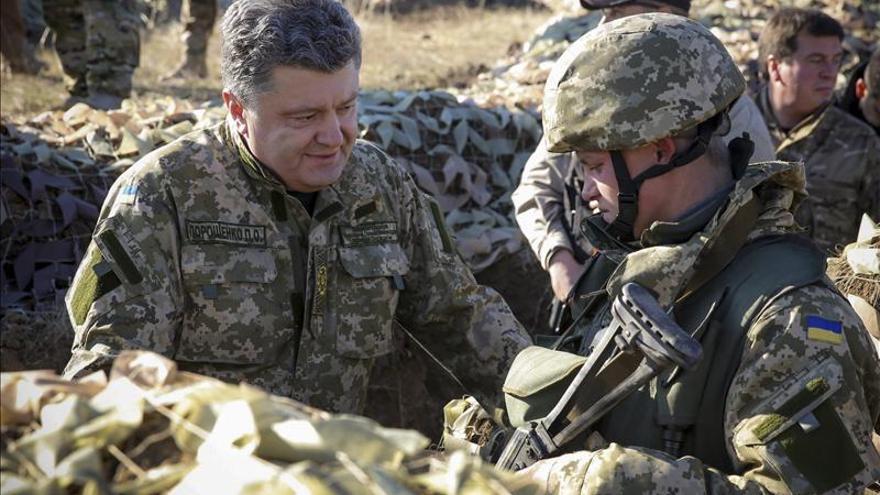 """Poroshenko afirma que """"hay que mantener la pólvora seca"""""""