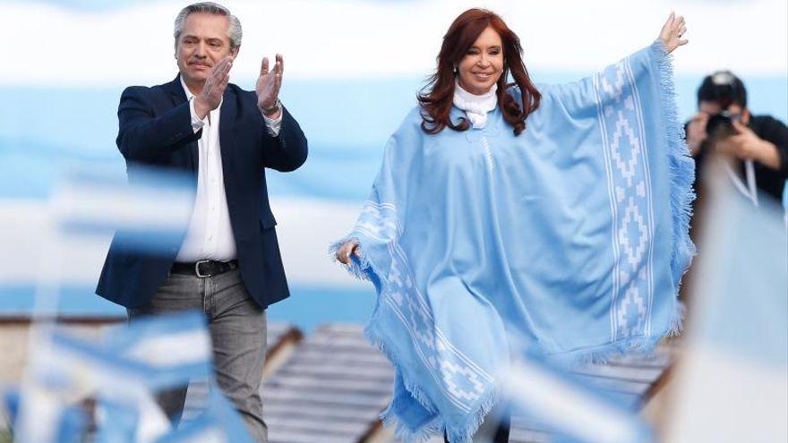 En la imagen, el presidente electo de Argentina, Alberto Fernández (i), junto a la expresidenta Cristina Fernández de Kirchner (d).