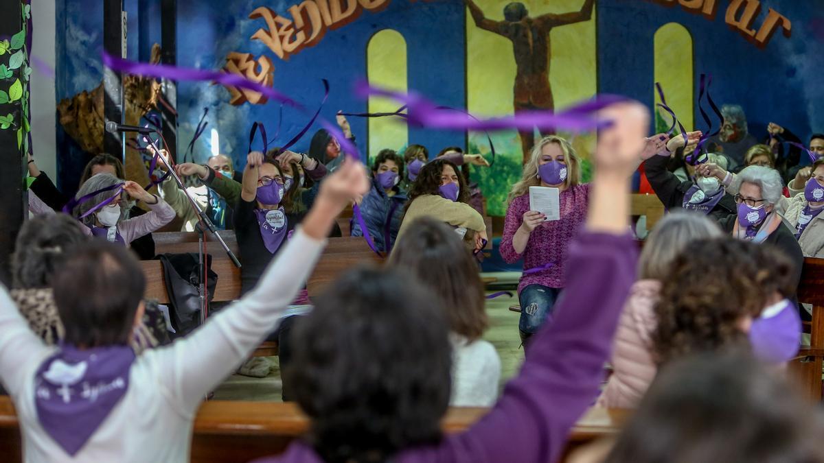 Movilización de la Revuelta de Mujeres en la Iglesia de Madrid, en la Parroquia de San Carlos Barromeo, en Madrid.