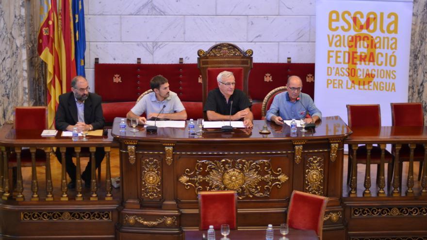 L'alcalde de València, Joan Ribó, ha presidit l'acte d'Escola Valenciana.