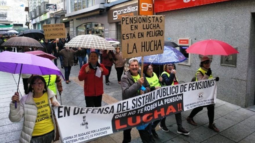 Manifestación de los pensionistas por las calles de Mérida
