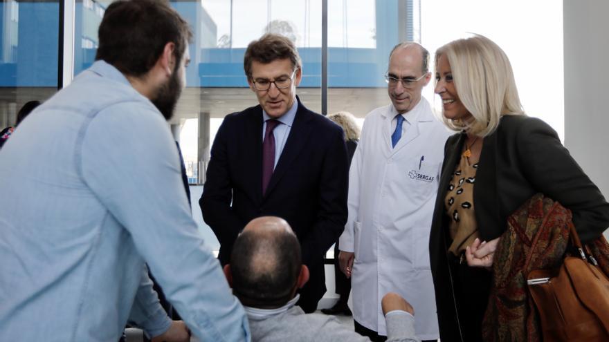 Feijóo y el conselleiro de Sanidade, visitando el hospital Álvaro Cunqueiro de Vigo en febrero de 2019