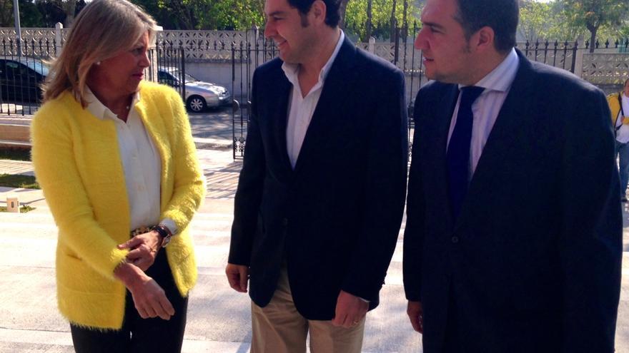 Ángeles Muñoz, Juan Manuel Moreno y Elías Bendodo.