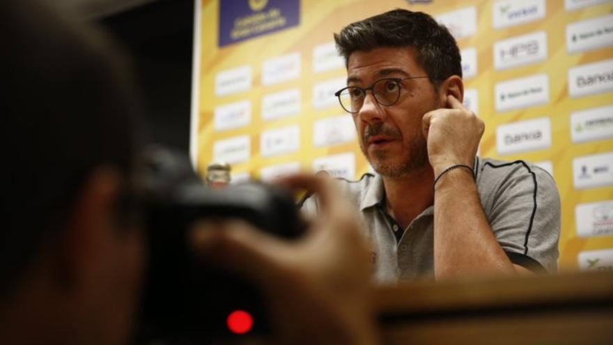 El preparador griego, en la rueda de prensa previa al partido frente al Barca Basket
