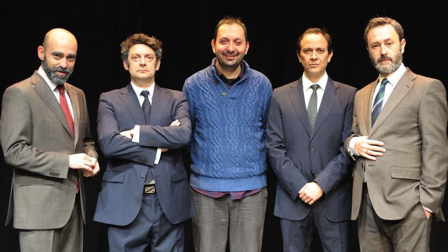 Izquierda a derecha: Chani Martin (Rubalcaba), Manolo Solo (González), Gabriel Ochoa (director), Luis Callejo (Gabilondo) y César Tormo (García Candau) // Foto: Armando Velasco