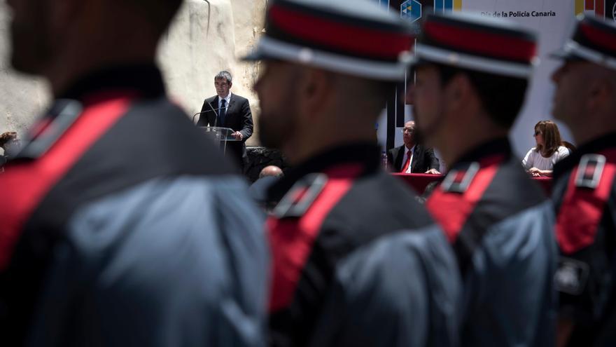 El persidente del Gobierno de Canarias, Fernando Clavijo,  ha presiddio en Tazacorte los actos por el Día de la Policía Canaria