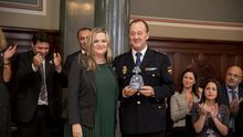El policía nacional de La Palma Mariano González recibe el Premio Meninas 2019 por su labor en la erradicación de la violencia de género